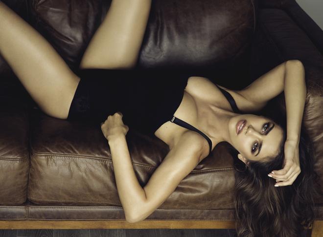 Top 20 Sexiest-2017-Nicoleta-Vaculov-Sarah-Orbanic-Photography-couch-sofa, Photographer Sarah Orbanic, Hair Sameerah Hoddison