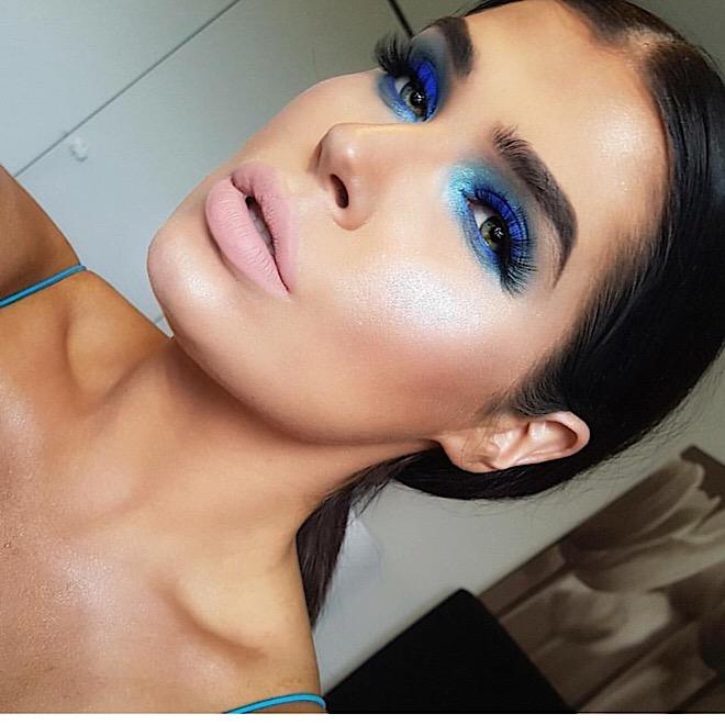 80s-makeup-trends-bold-colors-blue-pink-dramatic-blue-aqua-smoky-eyeshadow