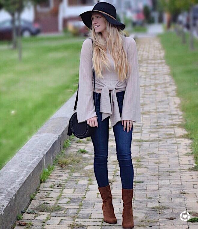fall-autumn-seasonal-sweater-style-hourglass-body-type