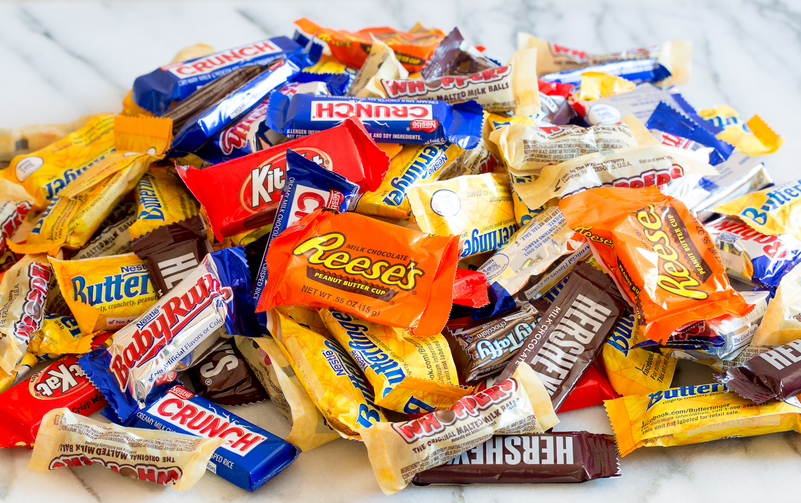 candy pile These Halloween Candies are Vegan main image